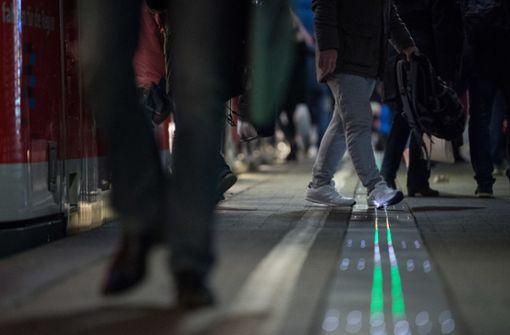 Deutschlands erster leuchtender Bahnsteig gestartet