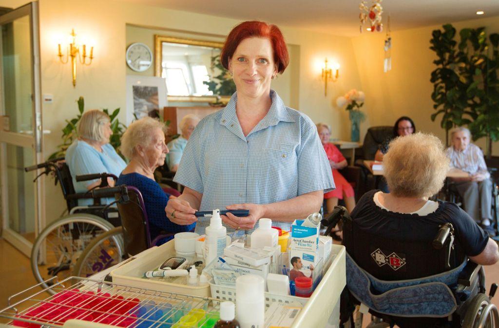 Altenpflegerin Martina Hummel glaubt, dass die Pflege der Älteren wegen des Pflegenotstands  schon bald wieder verstärkt in den Familien geleistet werden müsse. Foto: Ines Rudel
