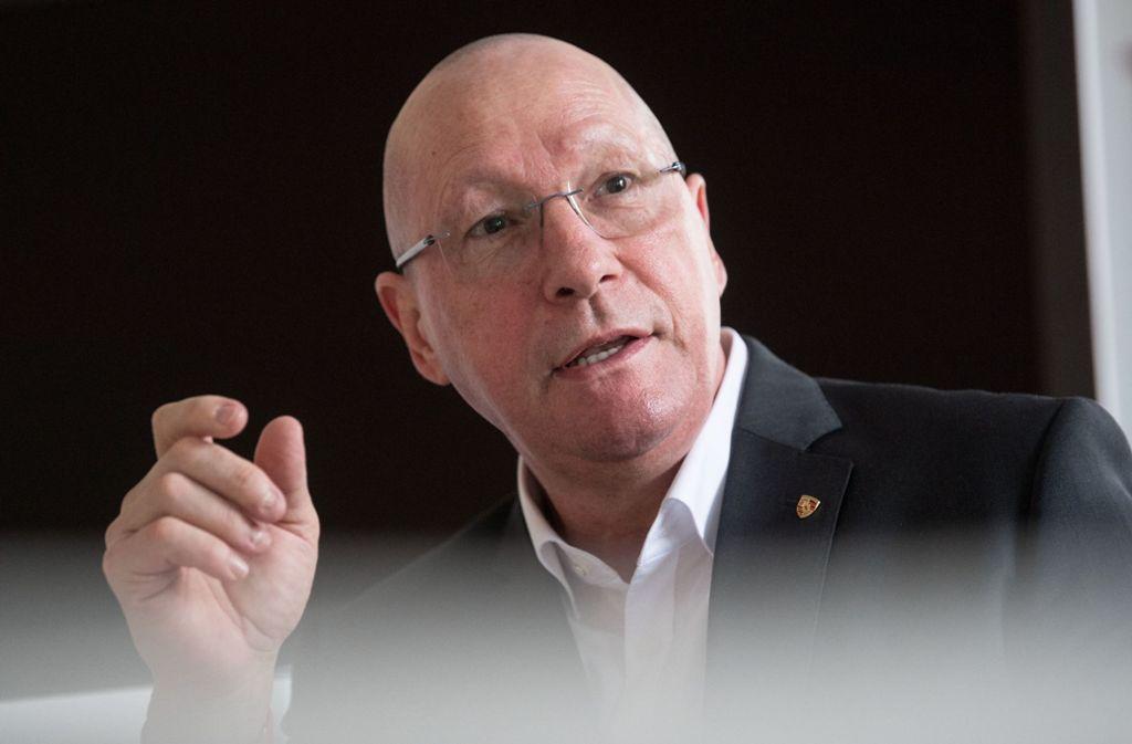 Der Porsche-Betriebsratschef Uwe Hück sieht seine Position für künftige Verhandlungen mit den Vorständen des Sportagenbauers gestärkt. Foto: dpa