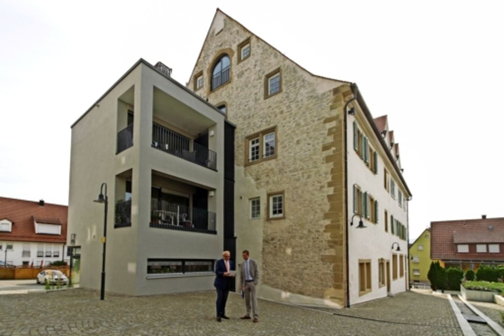 remseck durch barockportal in die eigenen vier w nde. Black Bedroom Furniture Sets. Home Design Ideas