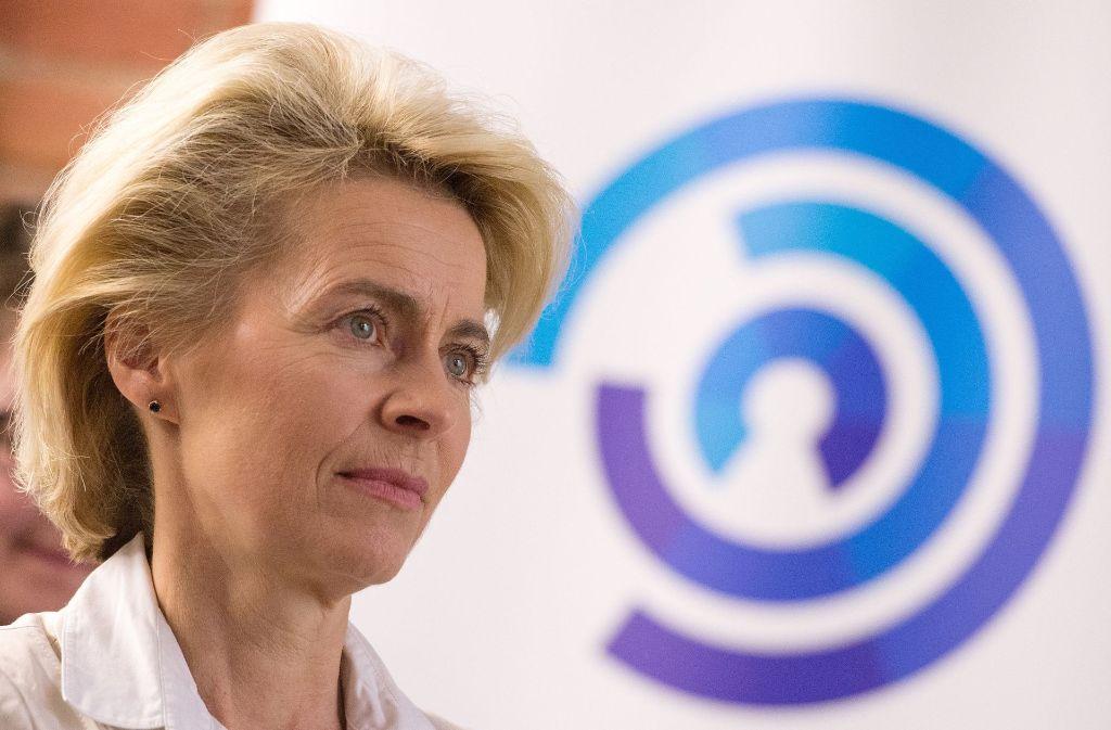Verteidigungsministerin Ursula von der Leyen treibt die Debatte um Cyber-Sicherheit Foto: dpa