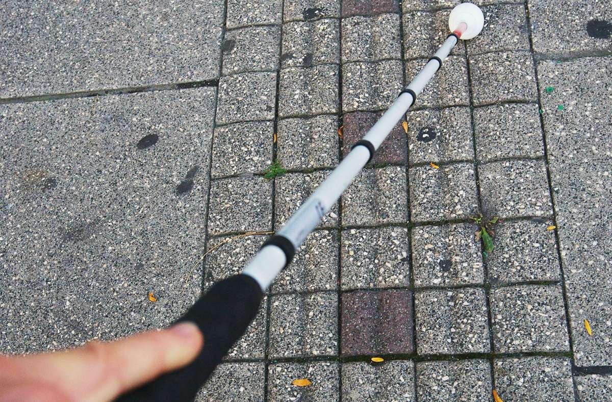 Ein blinder Mann ist in Ludwigsburg von einem Unbekannten beleidigt worden. Foto: Achim Zweygarth/chim Zweygarth