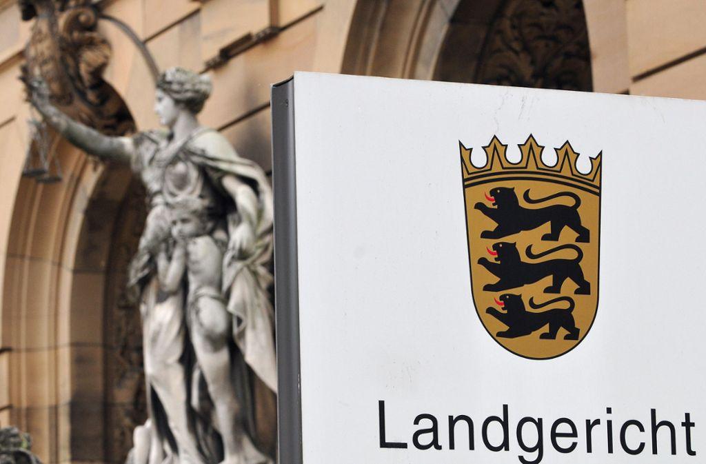 Den Überfall auf einen arglosen Spaziergänger hat das Ulmer Landgericht hart bestraft. Foto: dpa