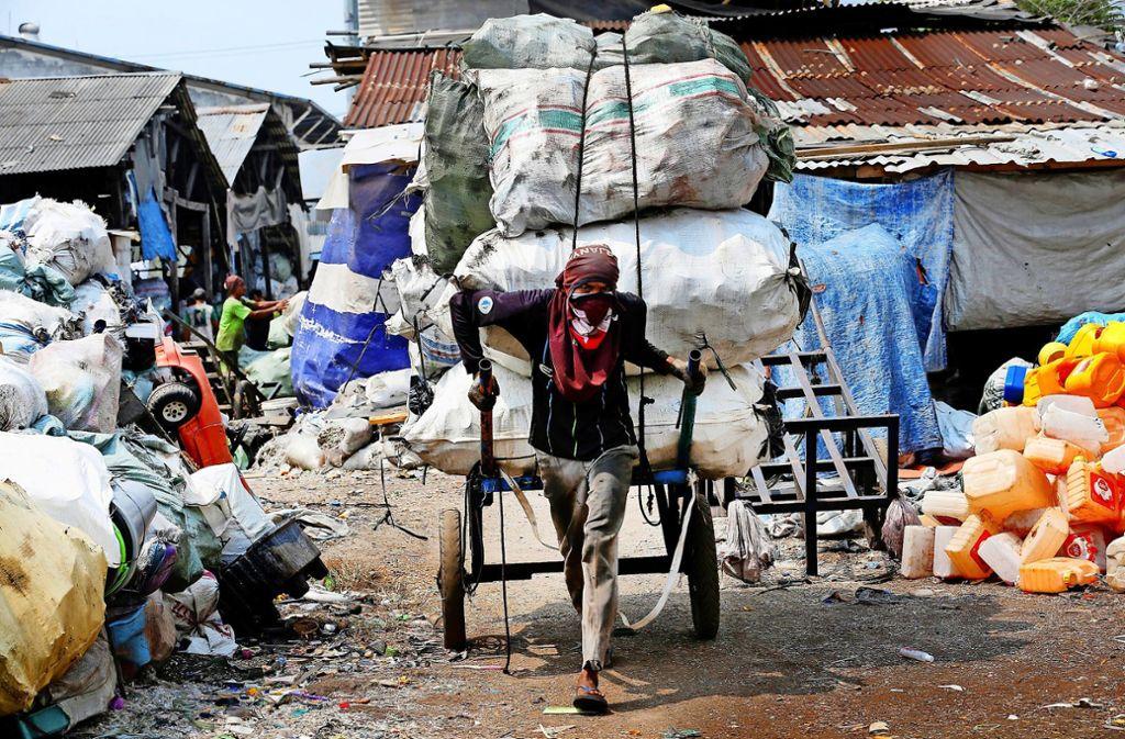 Die Industriestaaten  exportieren Plastikmüll in Länder wie Indonesien. Foto: dpa/Tatan Syuflana