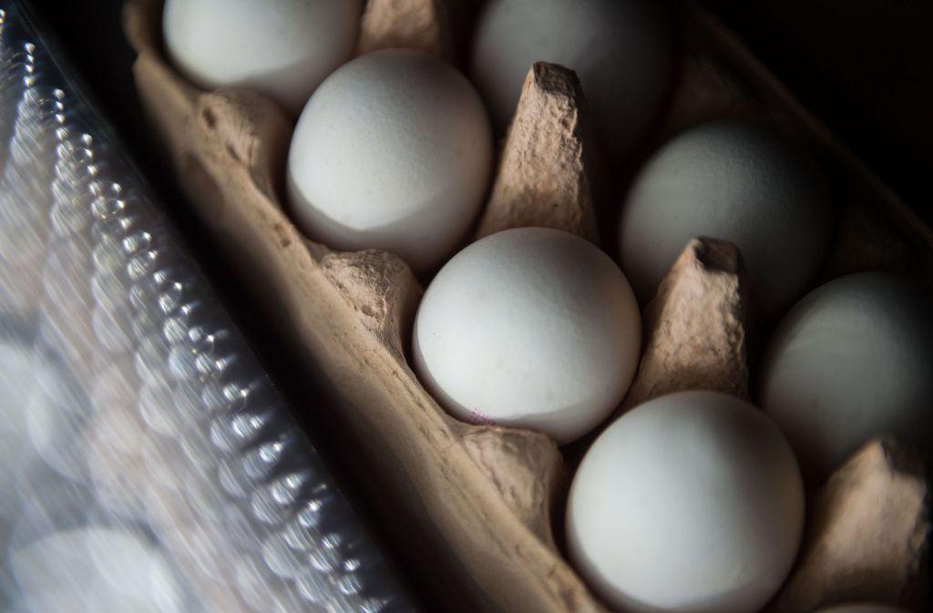 Millionen mit dem Insektizid Fipronil belastete Eier sind unter anderem nach Baden-Württemberg gelangt und wurden inzwischen aus dem Handel genommen. Foto: dpa