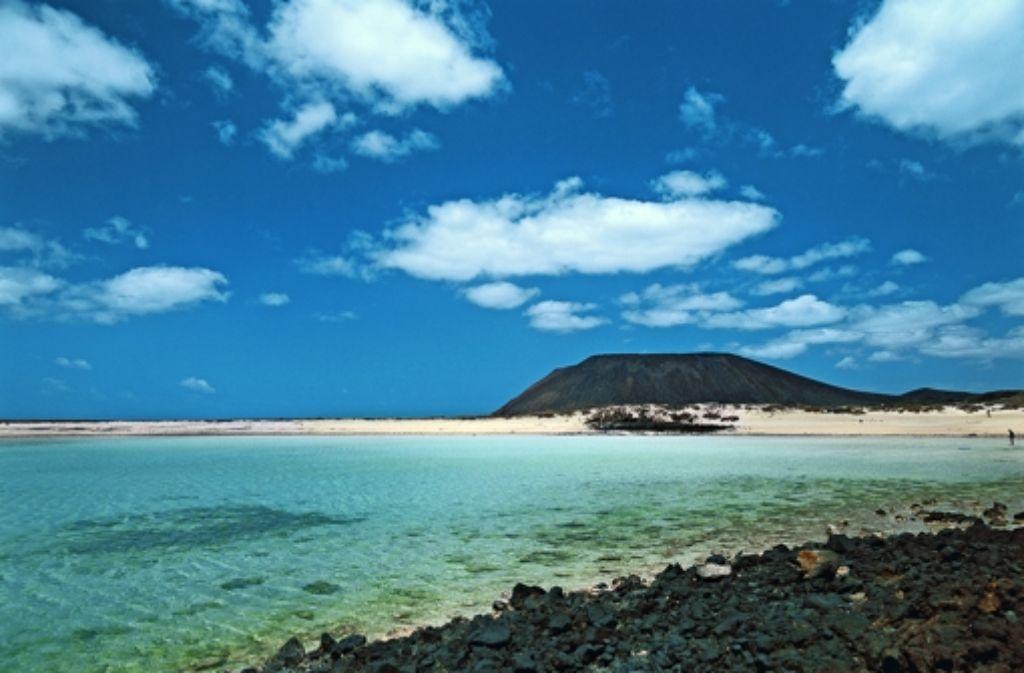 So idyllisch liegt Fuerteventura da – noch. Schon im Mai könnte Probebohrungen die schöne Ansicht stören. Foto: Turismo de Canarias