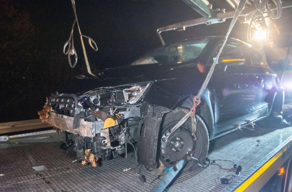 Das Auto des 19-Jährigen musste abgeschleppt werden. Foto: 7aktuell.de/Moritz Bassermann