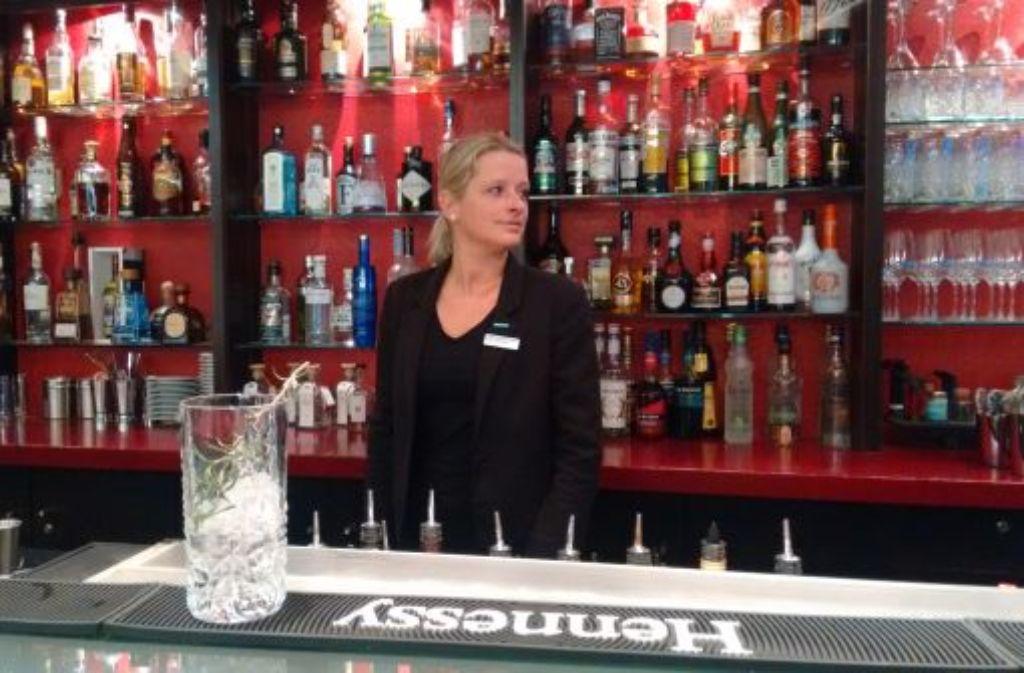 Alles im Blick: Bar-Managerin Romy Peterziel ist seit zehn Jahren in Stuttgart. Foto: Björn Springorum