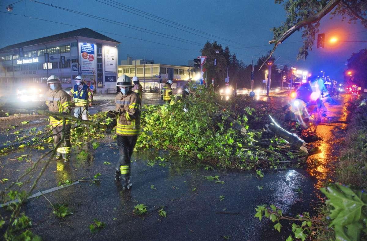 Im ganzen Landkreis – hier in Fellbach – wurden etliche Bäume umgerissen und Keller überflutet. Foto: Feuerwehr Fellbach