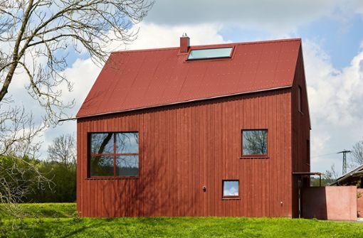 Rotes Traumhaus auf dem Land