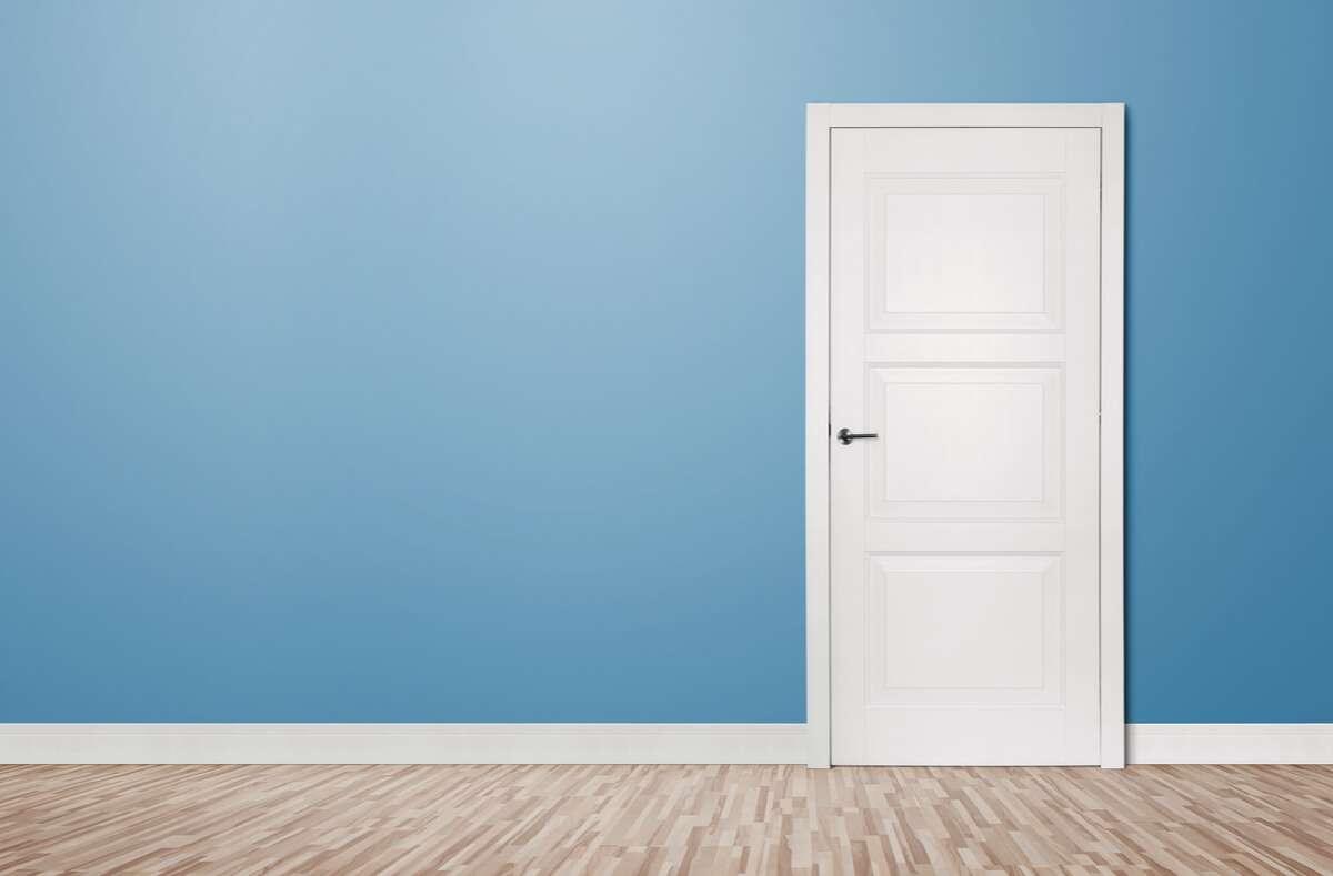In diesem Artikel zeigen wir Ihnen, wie Sie Türen mit einfachen Mitteln dämmen und schalldicht machen. Foto: Rangizzz / Shutterstock.com