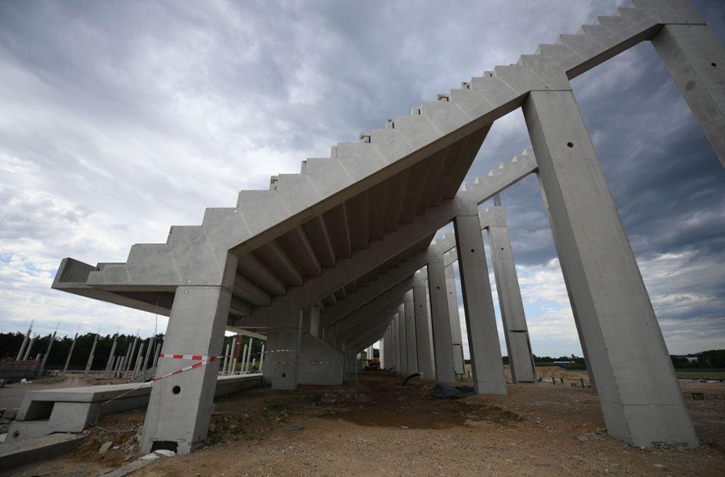 Die Bauarbeiten für das neue Stadion haben längst begonnen. Foto: dpa/Patrick Seeger