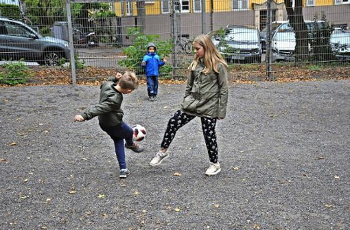 Eltern beschweren sich über zu steinigen Boden