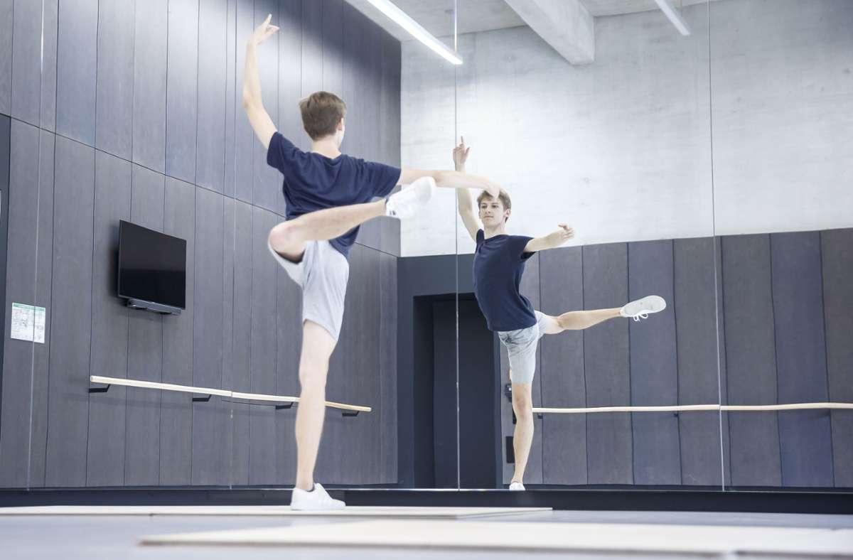 Cranko-Schüler Ivan Pal beim Üben im neuen Gebäude Foto: Lichtgut/Julian Rettig