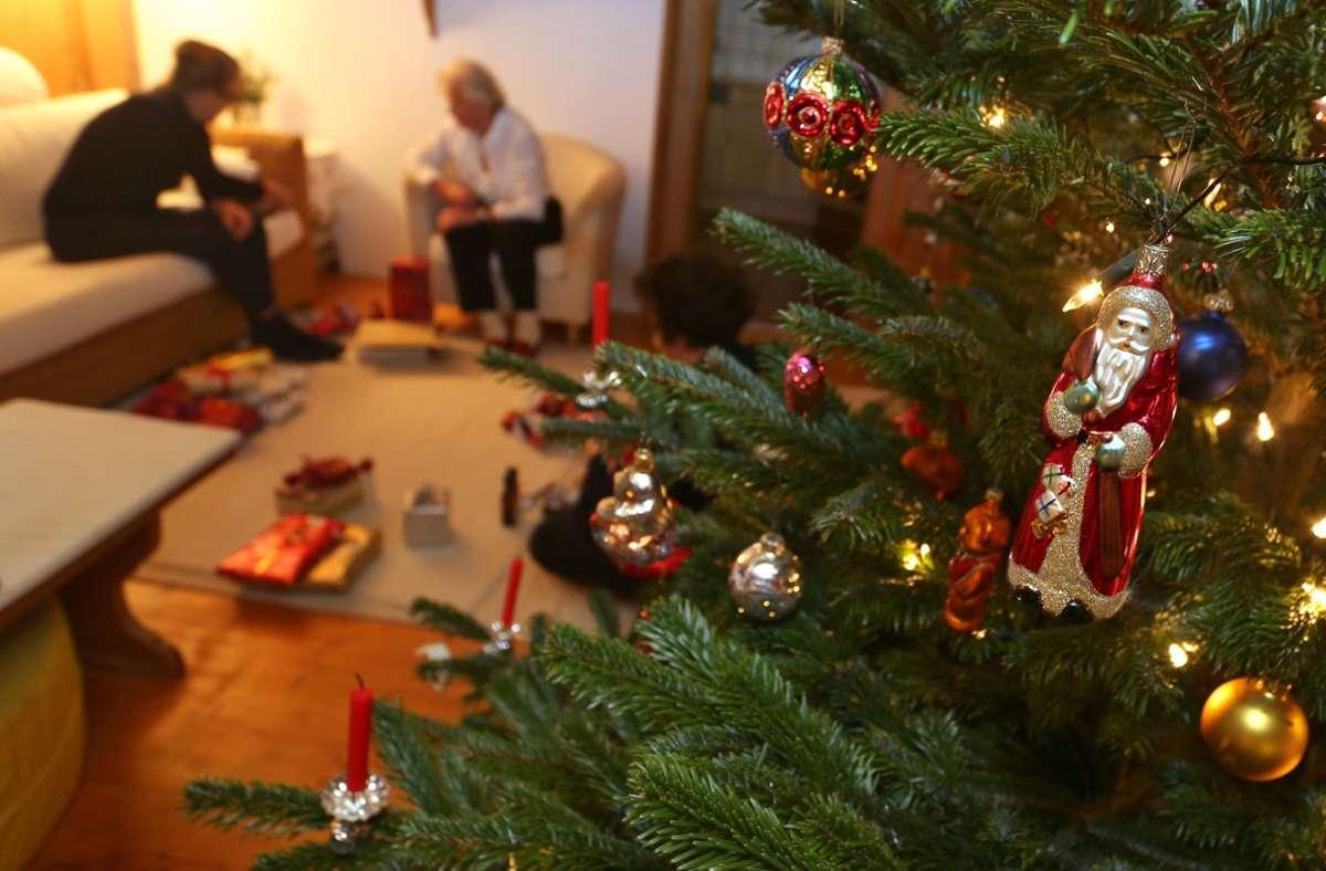 Am Weihnachtsfest würden sich viele Befragte über die Corona-Regeln hinwegsetzen. Foto: dpa/Karl-Josef Hildenbrand