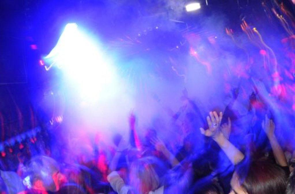 Ein Unbekannter sticht in einer Esslinger Discothek eine junge Frau mit einer Spritze. Der 29-Jährigen wird schwindelig, sie muss ins Krankenhaus. Foto: dpa/Symbolbild
