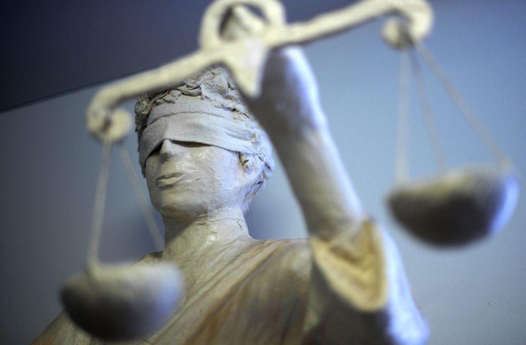 Der Prozess gegen zwei Polizisten geht nach dem Urteil wohl weiter. Foto: dpa