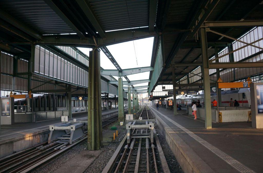 ...da Teile des Bahnhofs gesperrt werden mussten. Foto: SDMG
