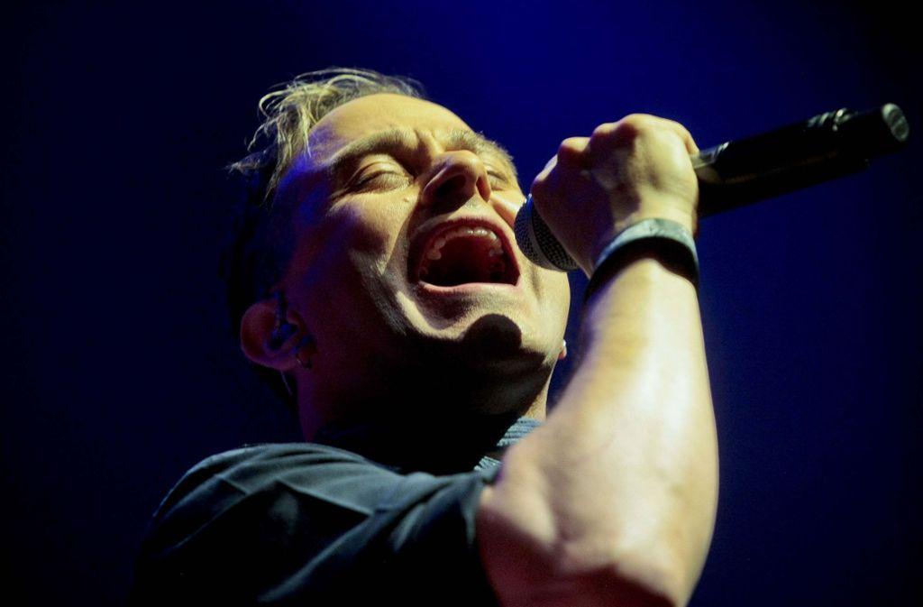 Der Vokalathlet Tim Howar ist bei Mike and the Mechanics für die Showelemente zuständig. Foto: Lichtgut/Peter-Michael Petsch