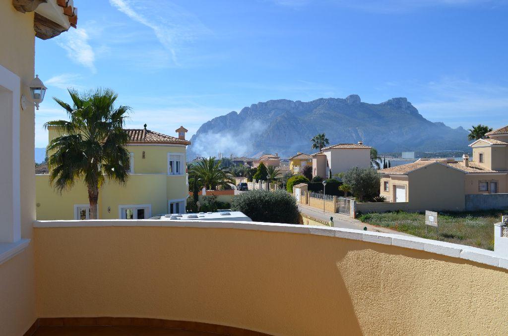 Ab in den Urlaub - unser Campuskind ist für ihren Spanien-Trip extra früh aufgestanden. Foto: Wetschera