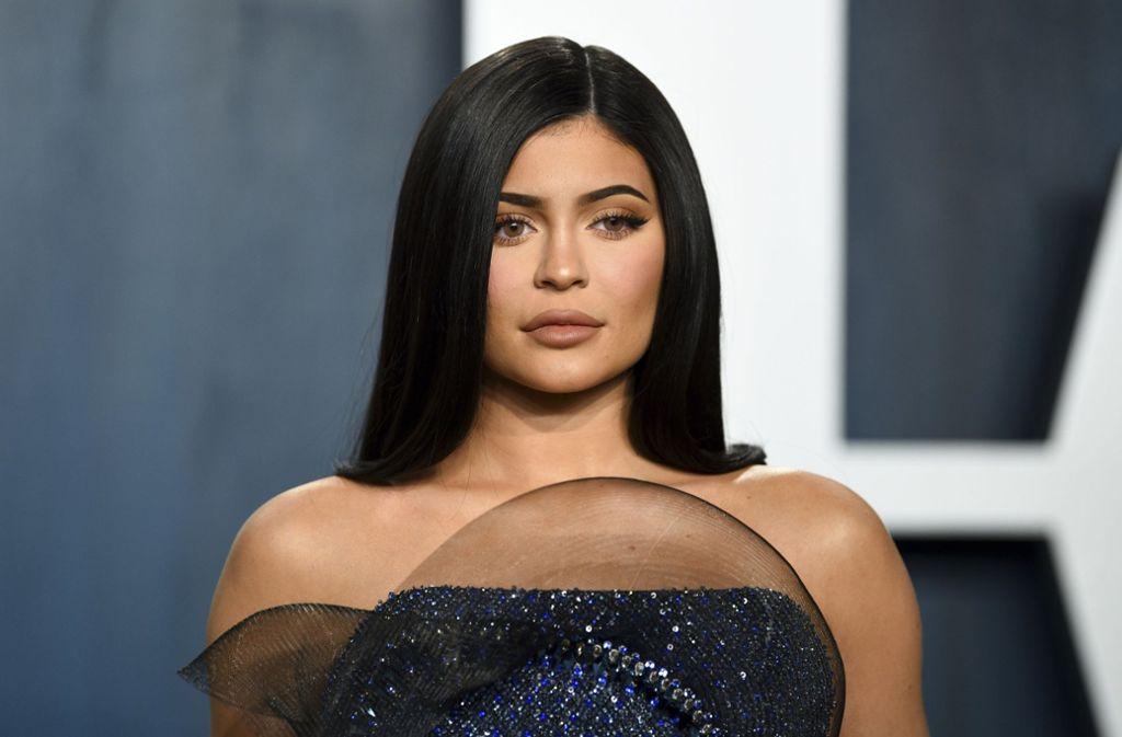 Kylie Jenner hat in den vergangenen zwölf Monaten satte 590 Millionen Dollar verdient. (Archivbild) Foto: AP/Evan Agostini