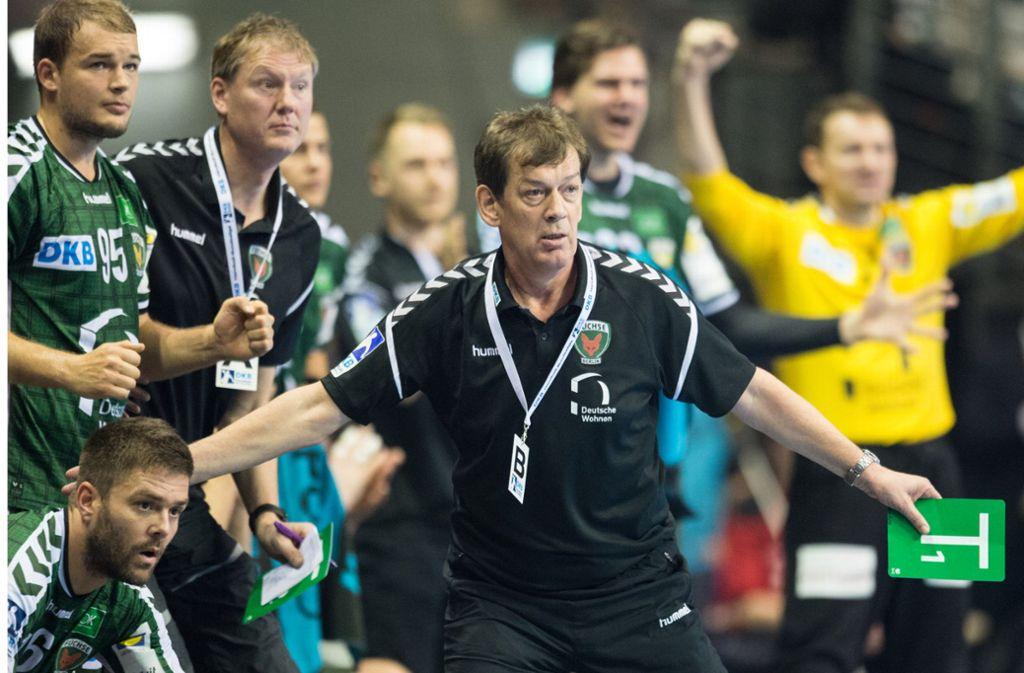 Immer mit vollem Engagement an der Seitenlinie: Handball-Trainer Velimir Petkovic. Foto: dpa/Annegret Hilse