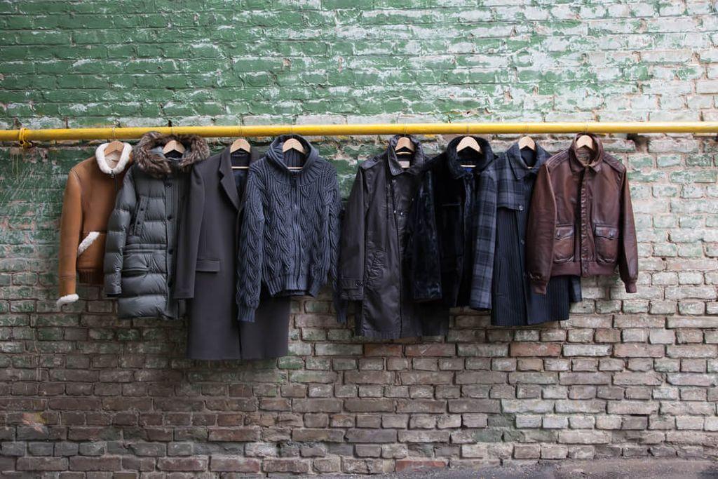 Achten Sie beim Waschen Ihrer Jacke immer auf das Material. Foto: SARYMSAKOV ANDREY / shutterstock.com