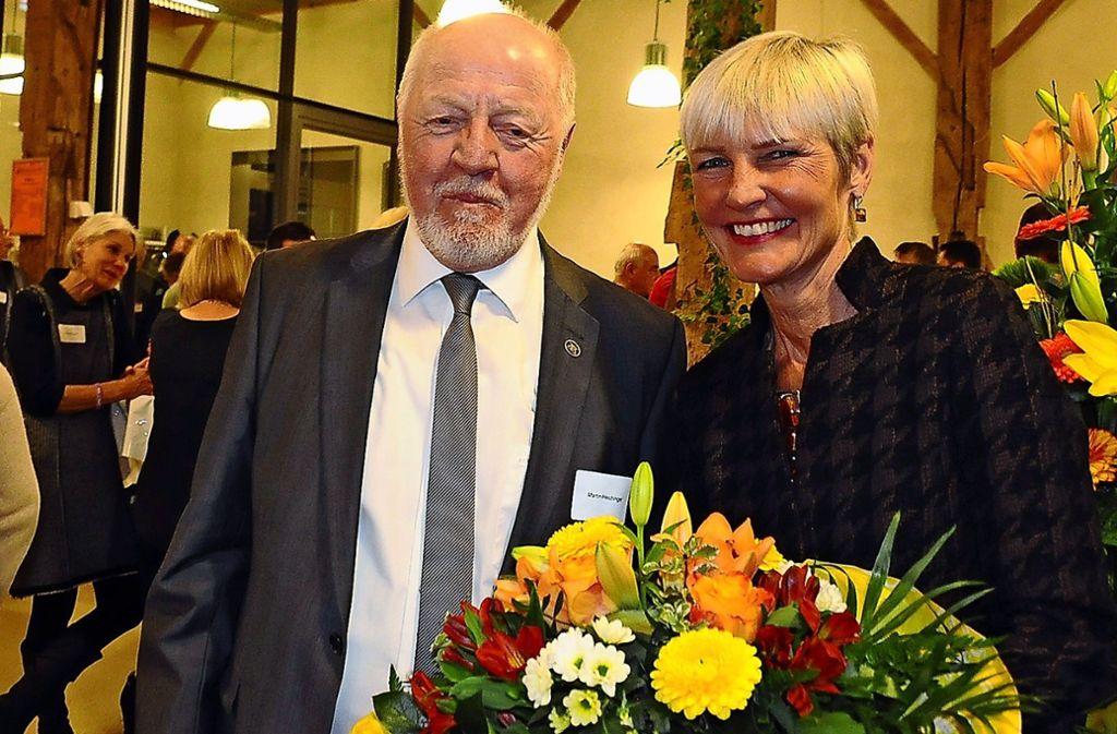 Die VHS-Leiterin Dagmar Mikasch-Köthner begrüßte Martin Hechinger als neuen Stadtteilbeauftragten. Foto: Georg Linsenmann