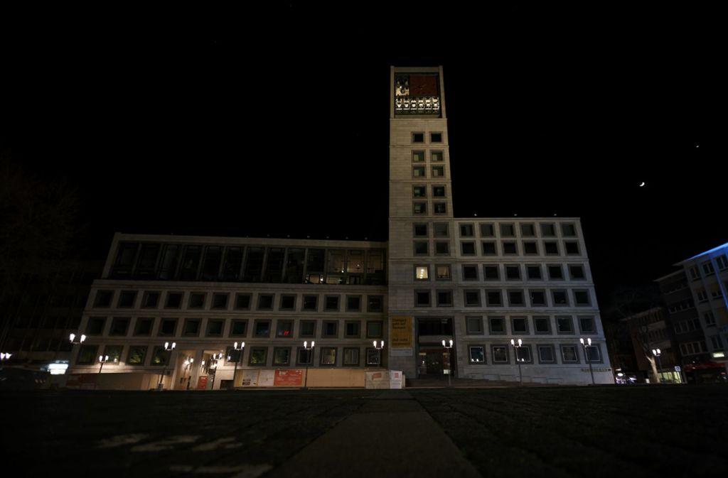 """Das Stuttgarter Rathaus im Dunkeln – während der """"Earth Hour"""". Foto: Lichtgut/Julian Rettig"""