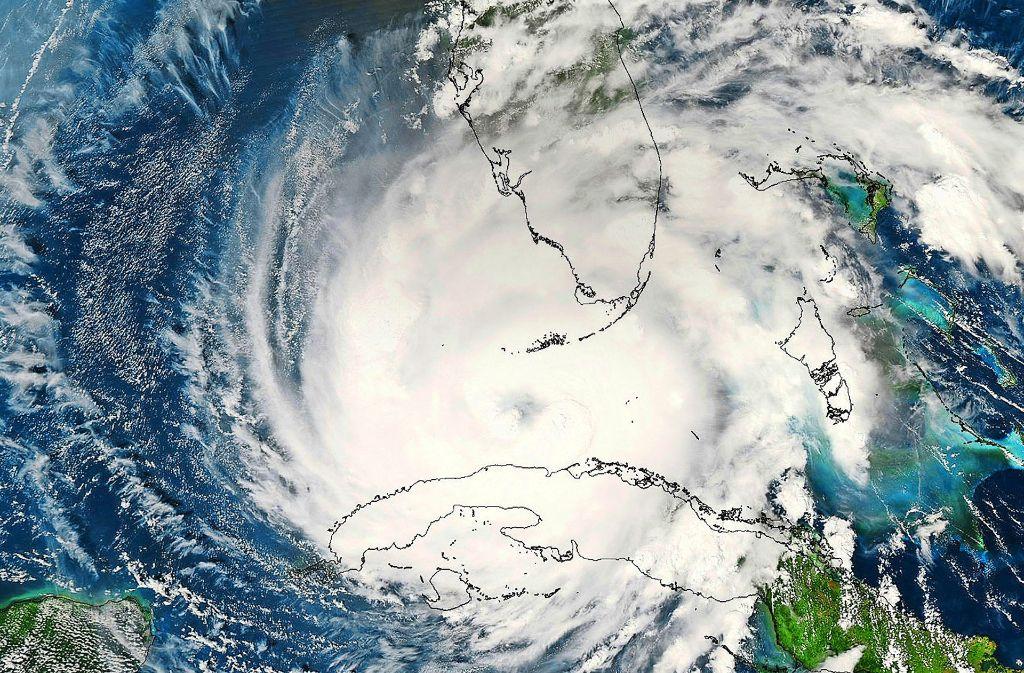 Der Klimawandel  macht extreme Wetterereignisse wahrscheinlicher. Doch  die neue US-Regierung könnte die Forschung auf diesem Gebiet zurückfahren. Unser Satellitenbild zeigt den Hurrikan Rita, der  2005 zwischen  Florida und Kuba durch die Karibik zog. Foto: AP, dpa, Nasa