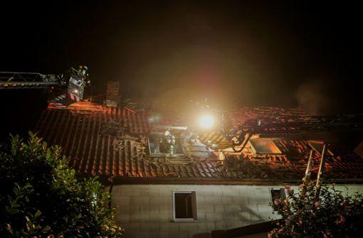 Mann stirbt bei Wohnhausbrand –  Suche nach Ursache