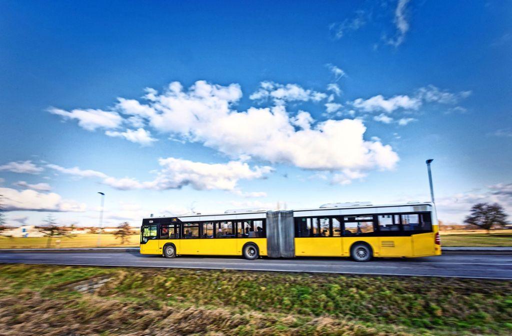 Seit dem Jahreswechsel gilt das Stadtticket, mit dem man für drei Euro einen Tag lang mit Bussen und der S-Bahn innerhalb einer Stadt unterwegs sein kann. Foto: Thomas Krämer