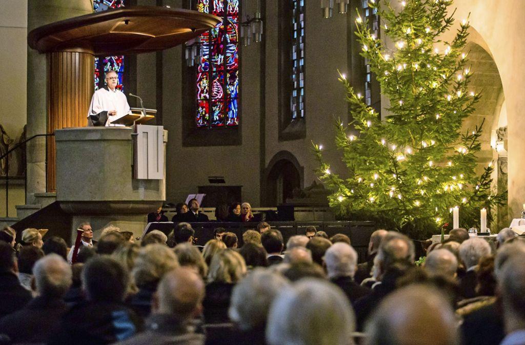 An Heiligabend sind die  Stuttgarter Kirchen, wie hier die Stiftskirche, rappelvoll. Foto:
