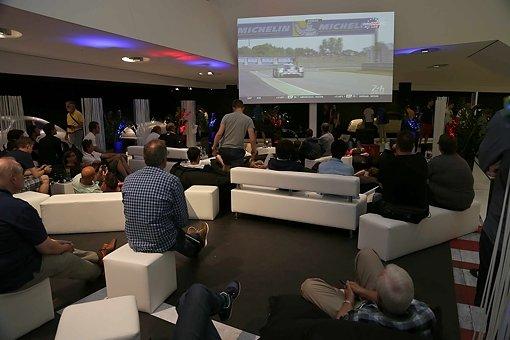 Fans verfolgen die 24 Stunden von Le Mans