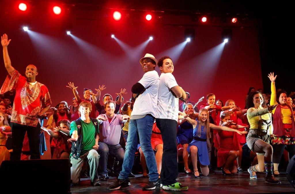 Insgesamt 100 Teilnehmer aus 20 verschiedenen Ländern reisen mit ihrer Musical-Show um die Welt und machen auch Halt in Stuttgart. Dafür suchen sie noch dringend Gastfamilien, die sie aufnehmen. Foto: upwithpeople.org