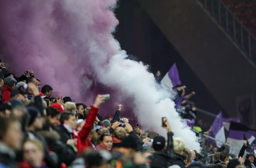 Im Stadion wurde Pyrotechnik gezündet, in der Innenstadt randaliert. Das Spiel zwischen Mainz 05 und dem belgischen Club RSC Anderlecht wurde von Ausschreitungen zwischen Hooligans begleitet. Foto: Bongarts