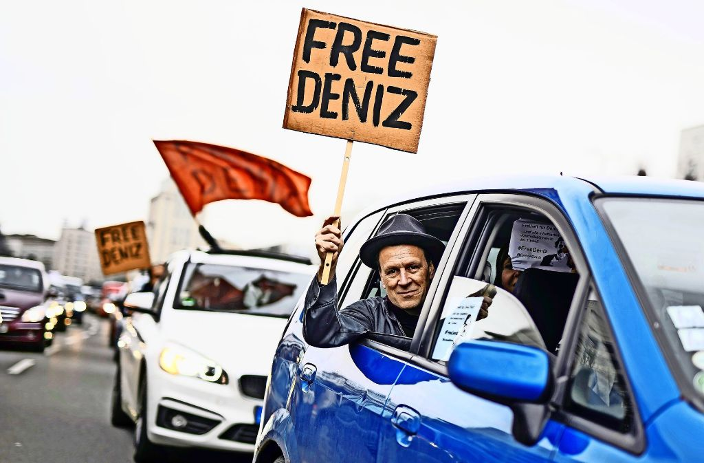 """Ein Protest gegen die Haft von """"Welt""""-Korrespondent Deniz Yücel. Foto: Rex Features"""