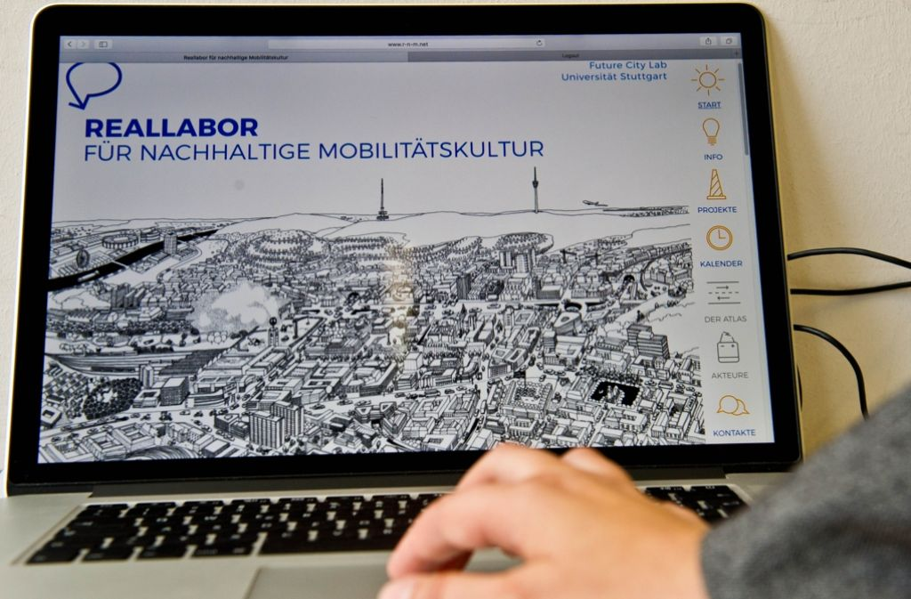 Die Arbeit im Reallabor beginnt zunächst ganz virtuell am Computer. Foto: Lichtgut/Volker Hoschek