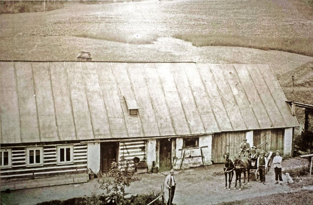 Die Familie Tham betrieb in Jungbuch im Riesengebirge eine Landwirtschaft. Die Symbolfigur  dieser Gegend ist auch hierzulande ein Begriff: Rübezahl. Foto: Steinert