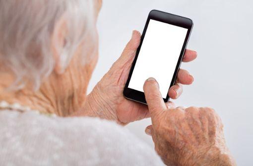 Telefonbetrügerin beißt sich an Seniorin die Zähne aus