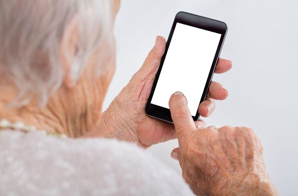 Eine Seniorin aus Geislingen hat eine Telefonbetrügerin entnervt zurückgelassen. (Symbolbild) Foto: Shutterstock/Andrey_Popov