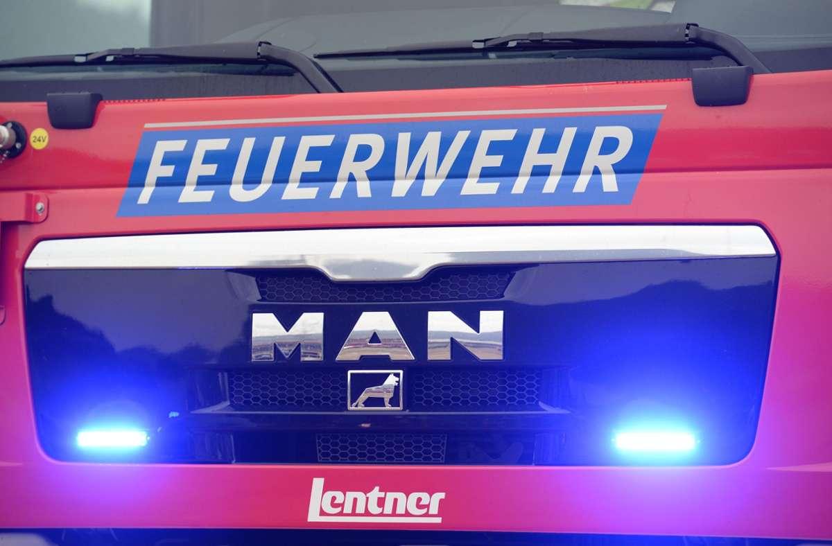 Im Kreis Ludwigsburg rückte die Feuerwehr am Mittwoch wegen eines Schwelbrands aus. Foto: picture alliance / dpa/Patrick Seeger