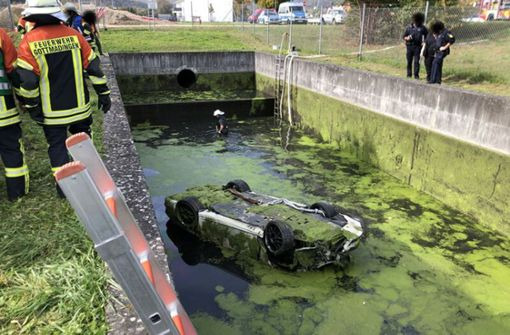 Porsche-Fahrer tot – Auto lag tagelang im Wasserbecken