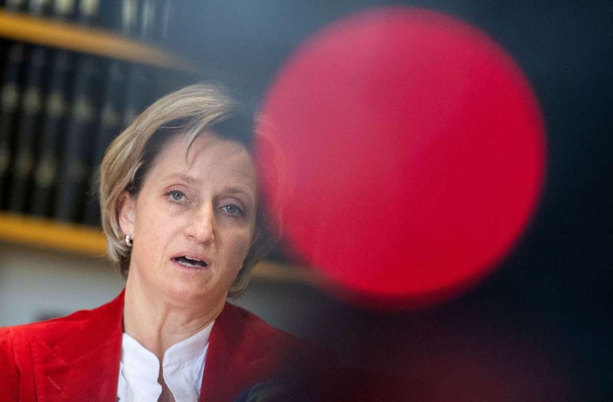 """""""Unser Ziel ist, eine nie da gewesene Insolvenzwelle zu vermeiden"""", sagte Wirtschaftsministerin Nicole Hoffmeister-Kraut. Foto:"""