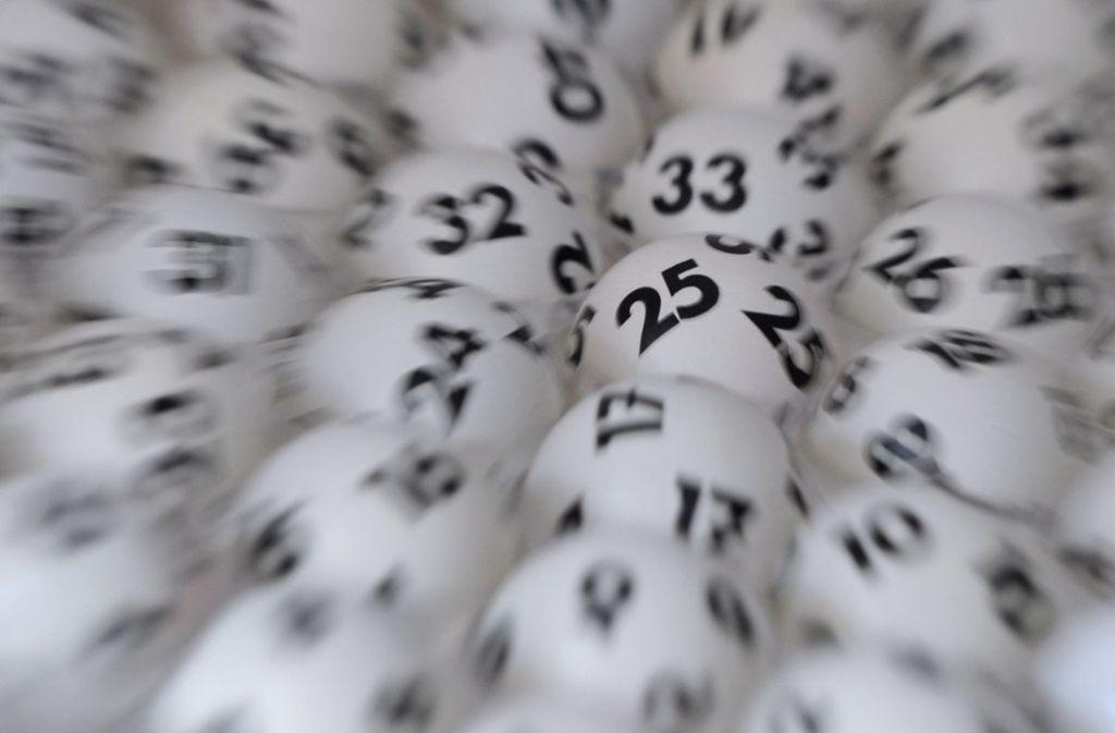 Glück und Pech liegen bei der Ziehung der Lottozahlen nahe beieinander. Foto: dpa