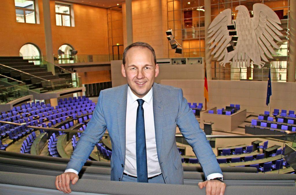 Eine große Bühne, auf der sich der neue Abgeordnete Zug um Zug besser zurecht findet: CDU-Mann Marc Biadacz im Plenarsaal des Bundestages. Foto: privat