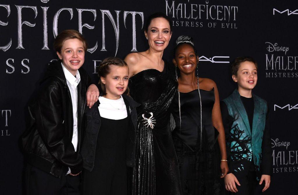 """Angelina Jolie brachte ihre Kinder mit zur Premiere von """"Maleficent 2"""". Die vielfache Mama spielt in dem Disney-Film die Fee. Foto: AFP/VALERIE MACON"""