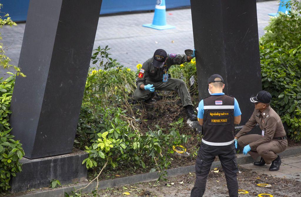 Bei den Detonationen wurden zwei Personen verletzt. Foto: Gemunu Amarasinghe/AP/dpa
