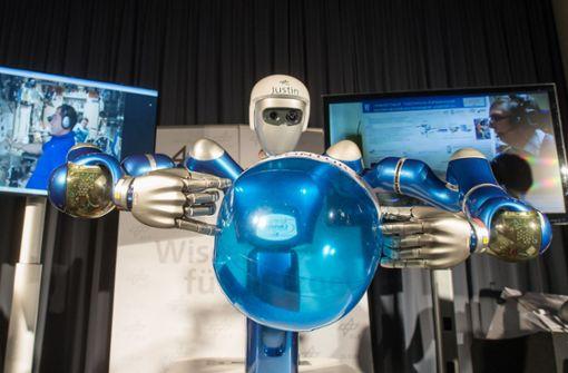 Alexander Gerst bringt irdischen Roboter zum Winken