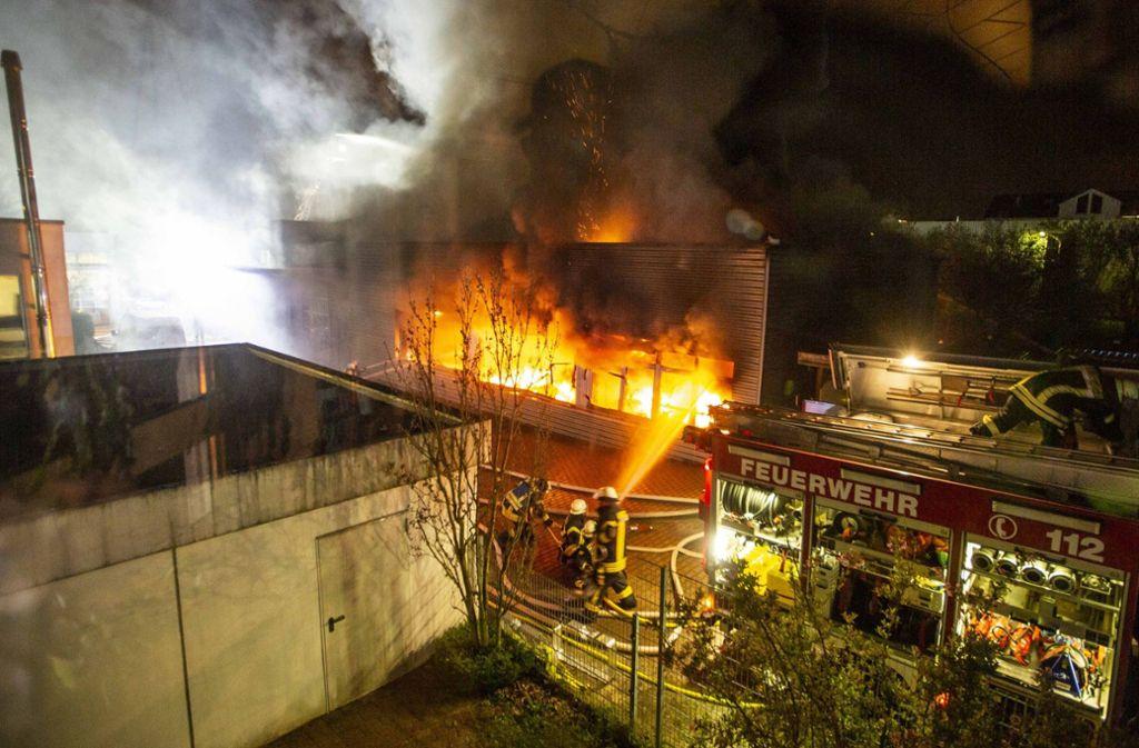 In Schorndorf brannte am Montagabend eine Firma. Foto: 7aktuell.de/Simon Adomat